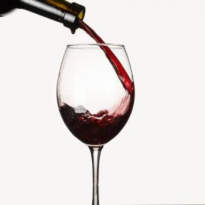 Pouring wine for oxygen