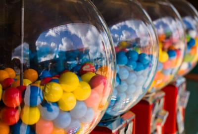 Chewing gum balls in dispenser